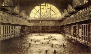 Muzeum baz n for Adresse piscine molitor