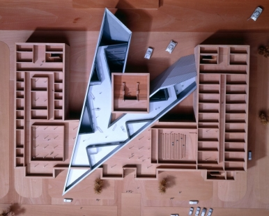 Military History Museum - Model - foto: © Courtesy of Studio Daniel Libeskind