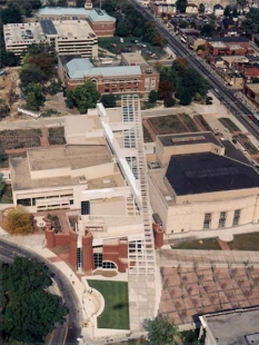 Wexner Center for the Visual Arts - Letecký pohled - foto: © Peter Eisenman, 1989