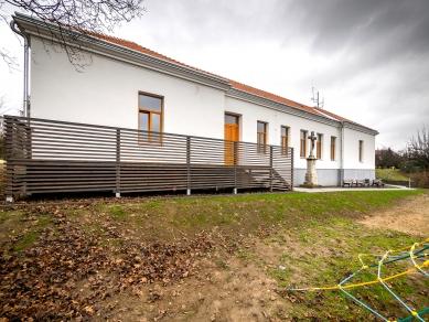 c93ecbe38c2 Rekonstrukce bývalé školní budovy na obecní úřad - foto  Jaroslav Mareš