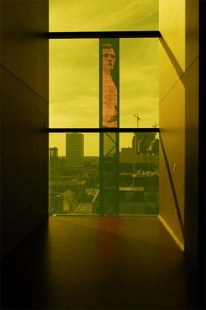 Guthrie Theater - Dowling Studio Lobby – view towards downtown Minneapolis - foto: © Amanda Ortland