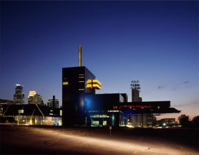 Guthrie Theater - Guthrie Theater – Night view, exterior from the east  - foto: © Roland Halbe